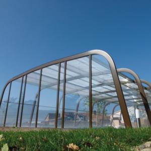 L'abri haut aquadiscount marron passera inaperçu dans votre jardin