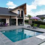 La piscine carrée AQUADISCOUNT, une vraie pièce design dans votre jardin